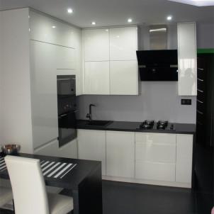 podwieszany sufit w kuchni led reflektory oświetlenie w kucni