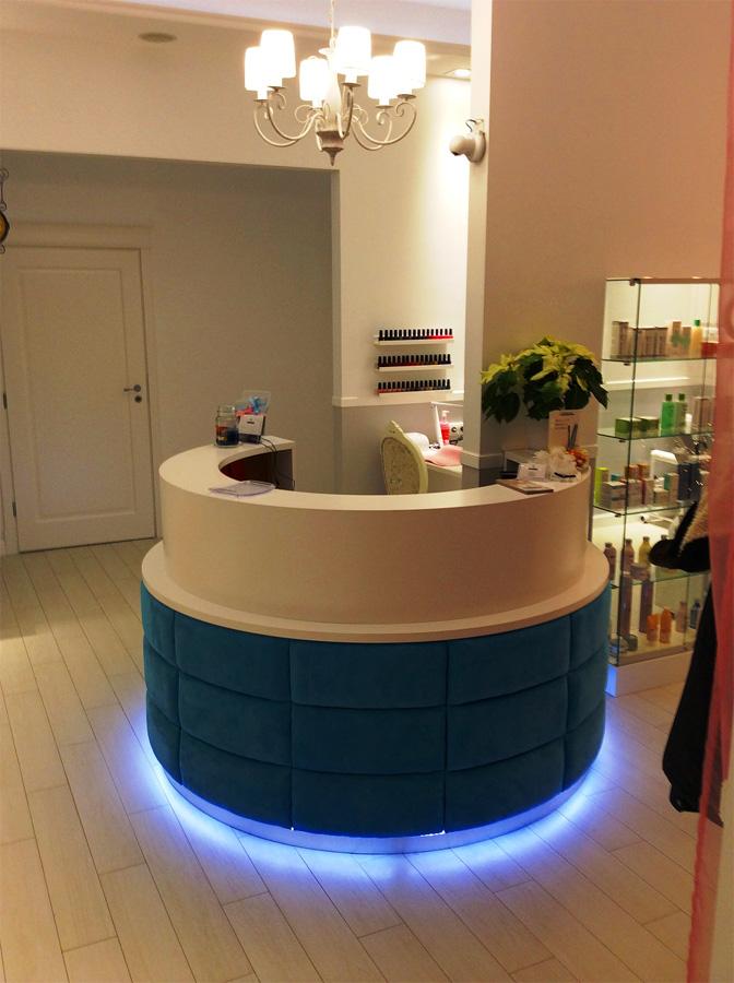 stanowisko recepcjonisty podświetlenie zakład fryzjerski meble