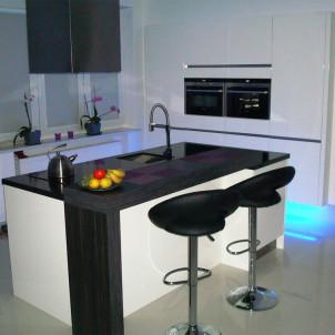 jak się nazywa taka przybudówka kuchenna pośrodku kuchni