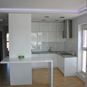 produkcja mebli kuchennych stół w kuchni ścianka działowa