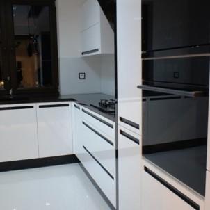 nowoczesne meble kuchenne robione według projektu