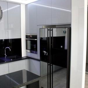 piekarnik i lodówka obudowana szafkami kuchennymi komplet meble na wymiar wyszków