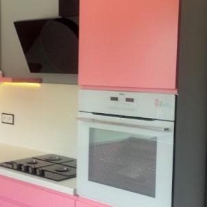 kuchnie na zamówienie różowy kolor